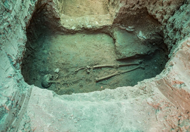 Discovery of the skeleton of a Parthian lady on Ashraf hill in Isfahan